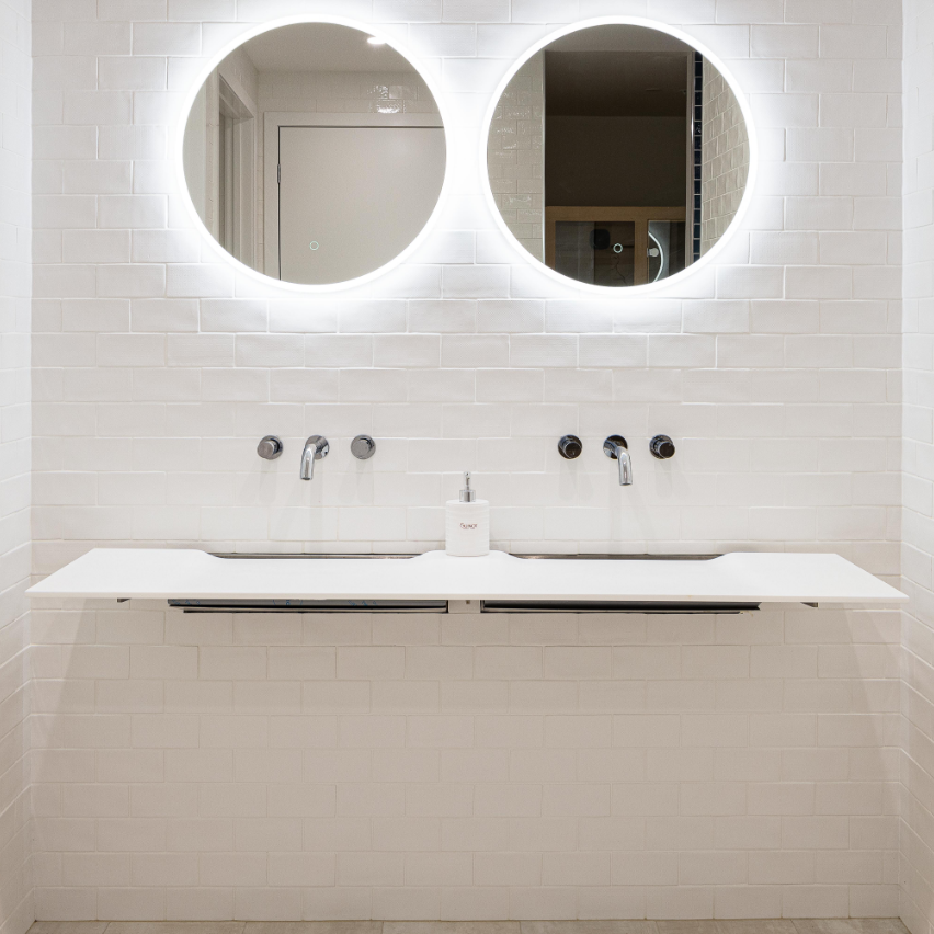 cool mirror lighting skin and body clinic